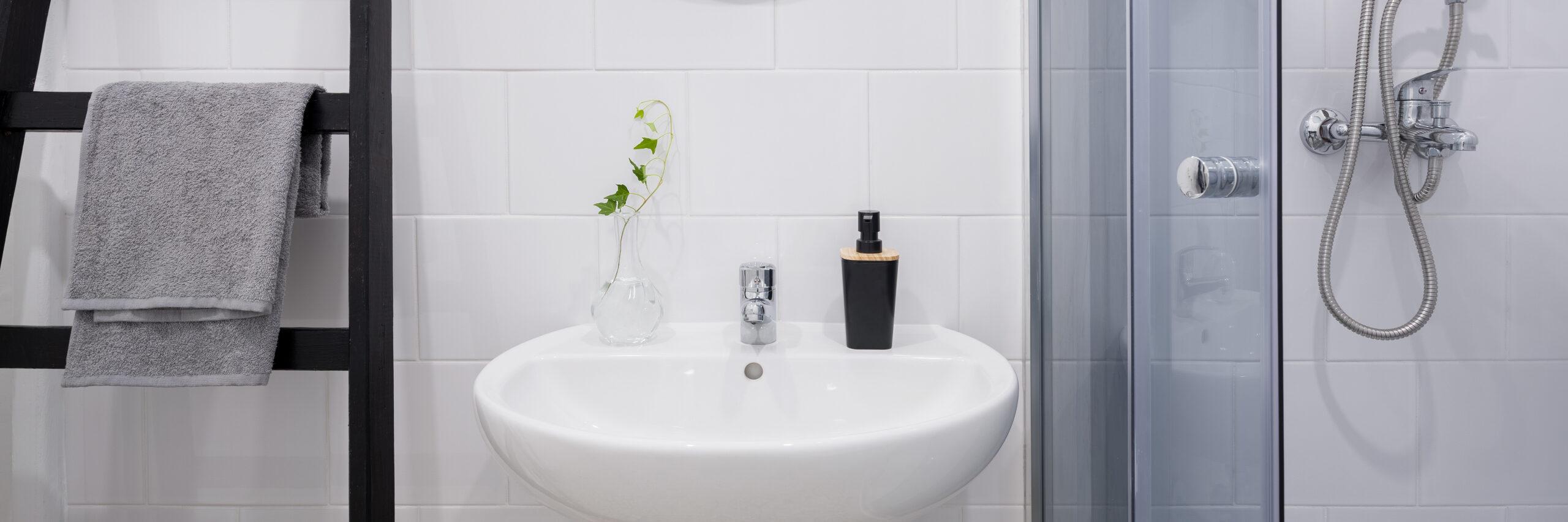kalkkisaostumat-kalkinpoisto-kylpyhuone-kotisiivous-siivousvinkki